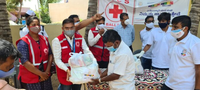 By Jeetu Bellary Youth Congress and the Indian Red Cross Distribution of ration kit for nomadic families